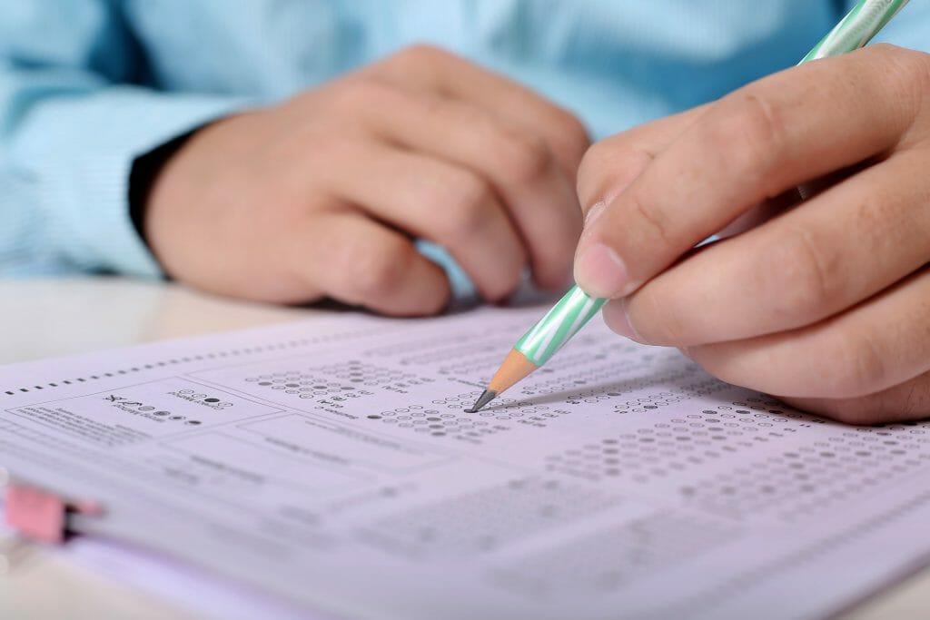 Teil-1-der-Abschlussprüfung-Einzelhandelskaufmann-1024x683